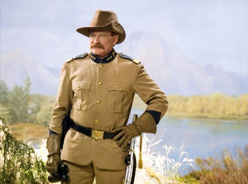 robin williams wallpaper containing a green baret titled Night At The Museum