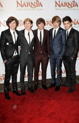One Direction fond d'écran containing a business suit, a suit, and a well dressed person entitled November 30th 2010 - Narnia The Voyage Of The Dawn Treader Royal Film Performance