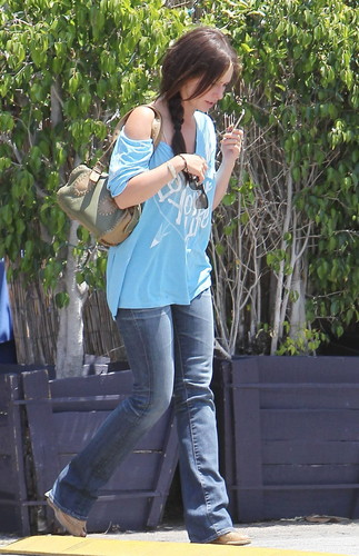 Out And About In Toluca Lake [31 May 2012]