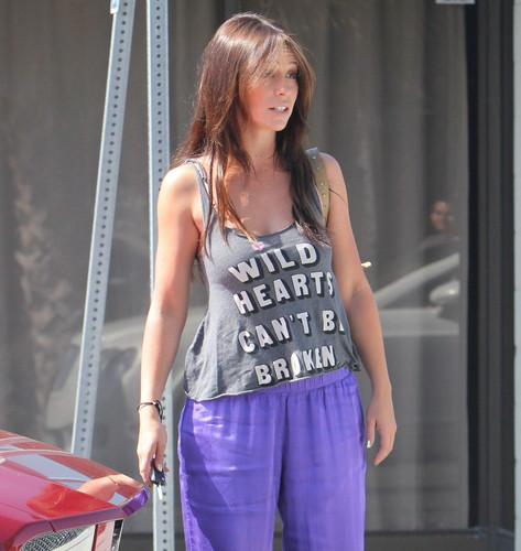 Outside Her 집 In Los Angeles [30 May 2012]