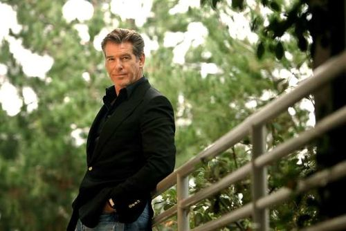 PIERCE BROSNAN WEAR BLACK COAT