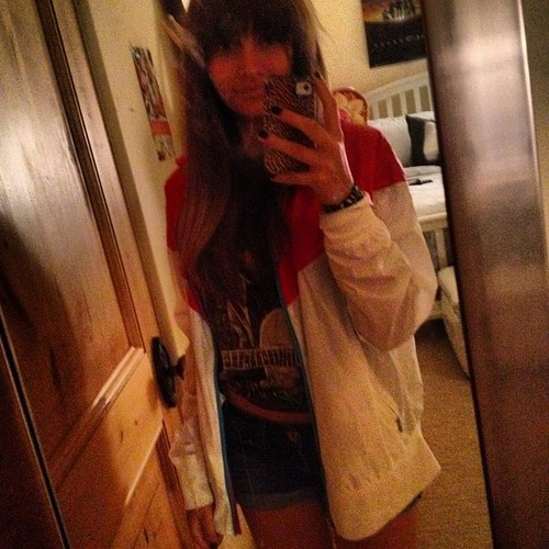 Paris Jackson kertas dinding called Paris mencuri one of her Friends jaket