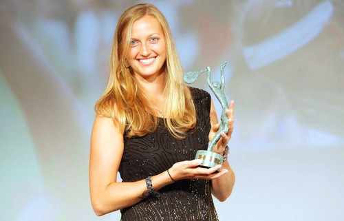 Petra Kvitova and trophy for best テニス player in last season