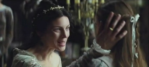 Queen Eleanor - snow-white-and-the-huntsman Photo