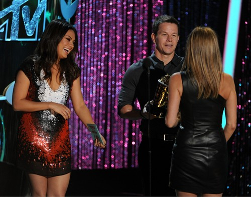 Recieving Award At 2012 MTV Movie Awards [3 June 2012]