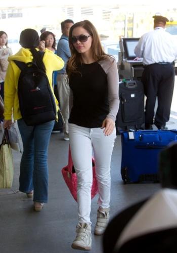 Rose - At the Airport in LA, Jun 06, 2012