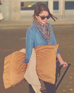 Selena Gomez Arrives For Flight At JFK - selena-gomez Photo