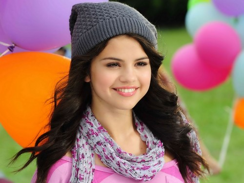 Selena Gomez wallpaper probably containing a portrait titled Selena Gomez cute <3