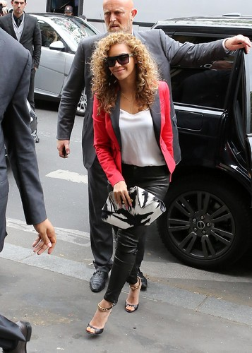 Beyonce wallpaper containing a business suit, a hip boot, and a street called Shopping At La Maison De La Truffe In Paris [6 June 2012]