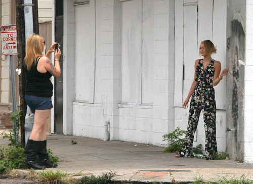 Shopping at the Trashy Diva with a friend in New Orleans [8th June] - miley-cyrus Photo