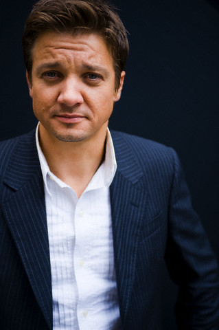 Jeremy Renner wallpaper containing a business suit, a suit, and a three piece suit entitled Spec(2008)