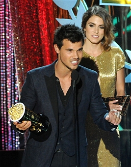 Taylor at 2012 音乐电视 Movie Awards