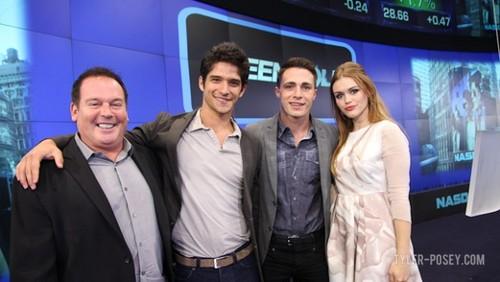 Teen নেকড়ে Cast at NASDAQ