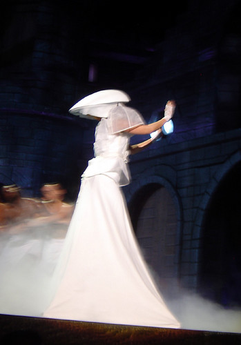 Lady Gaga karatasi la kupamba ukuta entitled The Born This Way Ball Tour in Auckland (June 8)