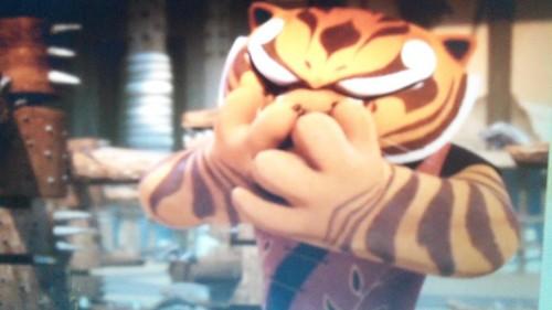 あばずれ女, 虎, ティグレス Sneezes