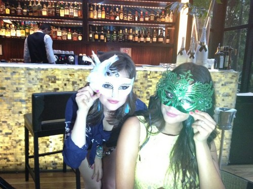aria and emliy  - pretty-little-liars-tv-show Photo