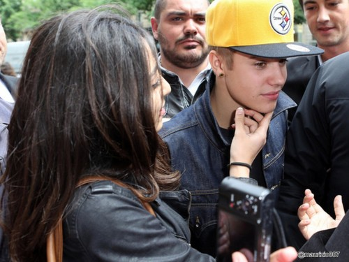 justin bieber,arriving in Paris 31,May 2012