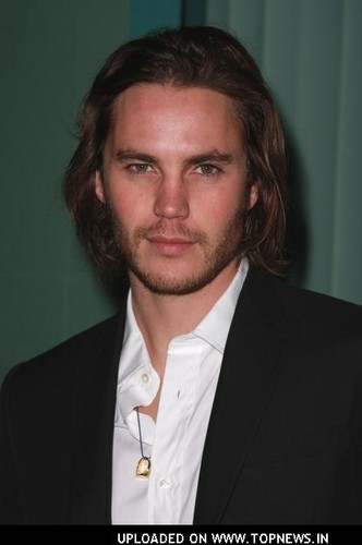 泰勒·克奇 壁纸 with a business suit and a suit titled ♥♥ Taylor Kitsch ♥♥