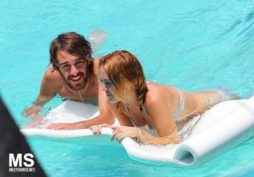 13/06 In The Pool Of Her Hotel In Miami - miley-cyrus Photo