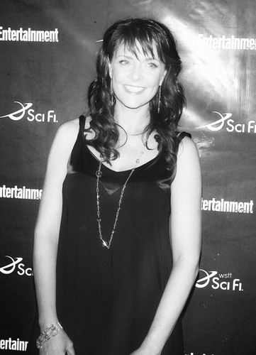 Amanda Tapping Hintergrund probably containing a sign, a concert, and a cocktail dress called Amanda Tapping