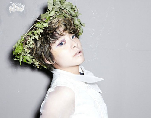 F(x) wallpaper possibly containing a bouquet entitled Amber @ Electric Shock