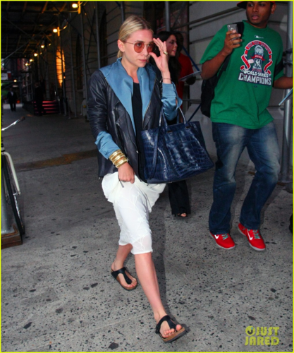 Ashley Olsen - Out and about in New York City - June 10, 2012 - mary-kate-and-ashley-olsen Photo