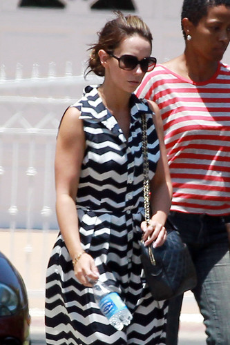 At Mo's Restaurant In Toluca Lake [16 June 2012]