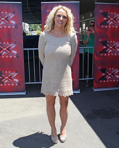 Attends X Factor Auditions San Francisco hari 2 [18 June 2012]