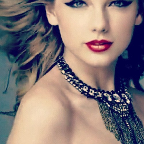Taylor Swift wallpaper called BEAUTIFUL , < 33