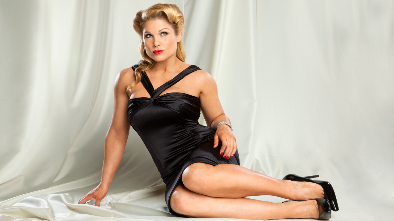 how tall is beth phoenix