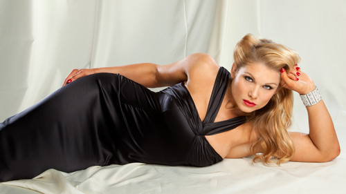 beth phoenix wallpaper containing a bustier entitled Beth Phoenix