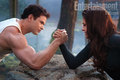 Breaking Dawn part 2: Emmett and Bella arm wrestling - harry-potter-vs-twilight photo