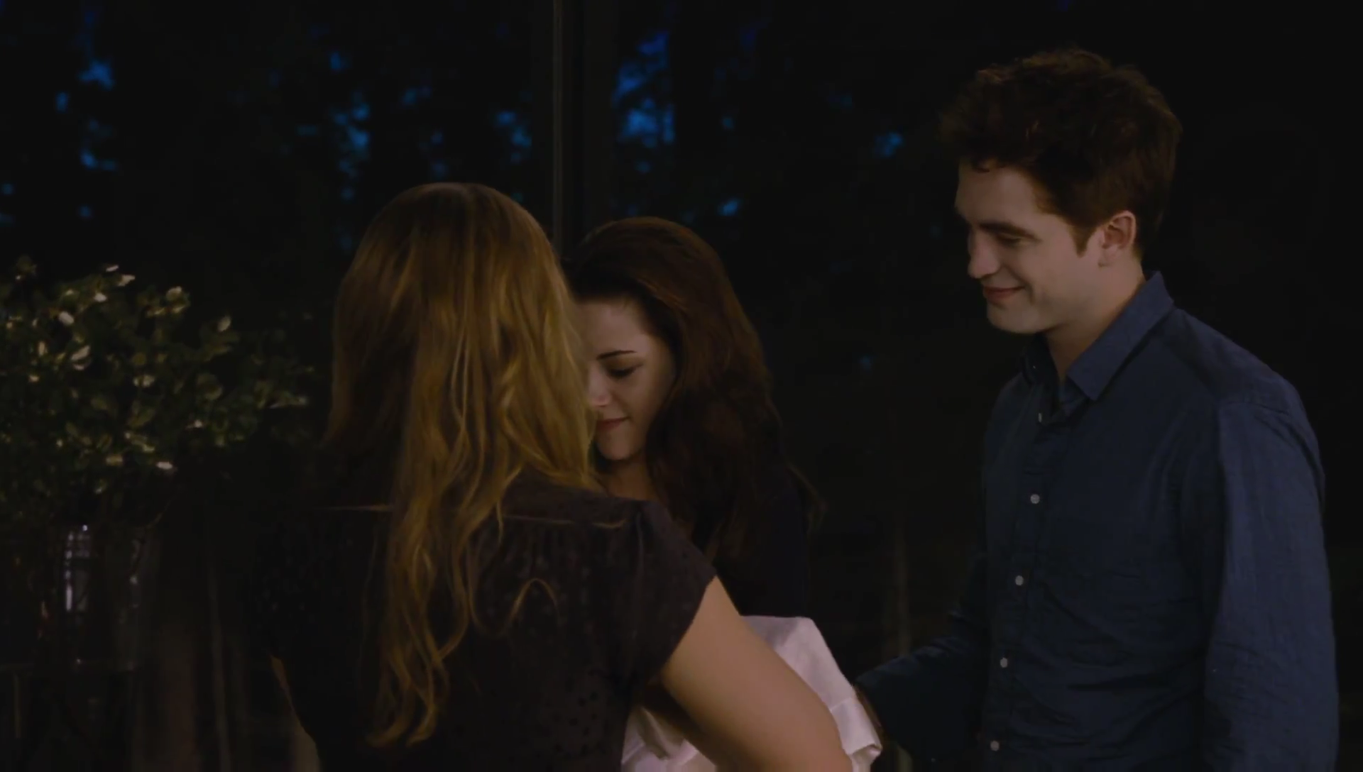 breaking dawn The twilight saga: breaking dawn - part 2 isn't really like that, and works all the better for it one of the biggest reasons for that improvement is that bella has .