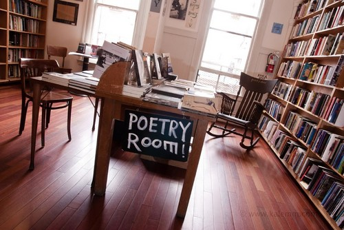 City Lights's poesia Room