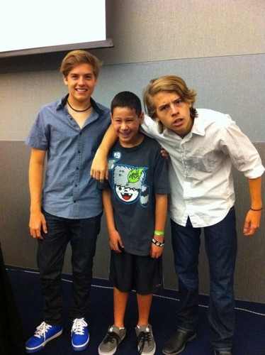 Cole Sprouse वॉलपेपर containing a पैंट लेग, pantleg called Cole ♥