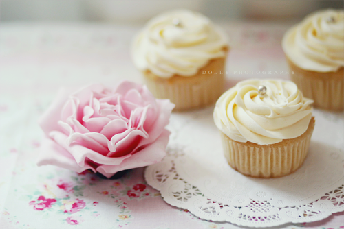 Cupcakes wallpaper with a cupcake, a cream cheese, and a frosted layer cake entitled Cupcakes