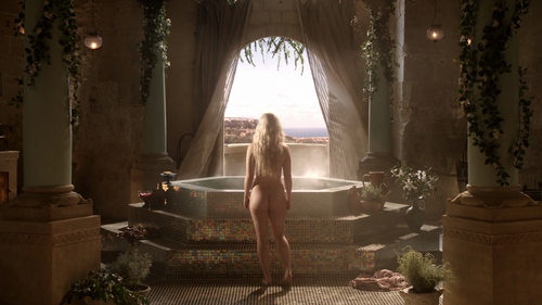 Daenerys Targaryen fond d'écran possibly containing a drawing room, a throne, and a fontaine called Daenerys