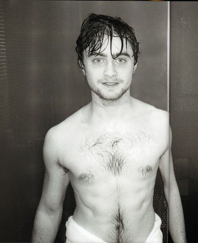 Daniel Radcliffe wallpaper possibly with a hunk and skin titled Daniel R