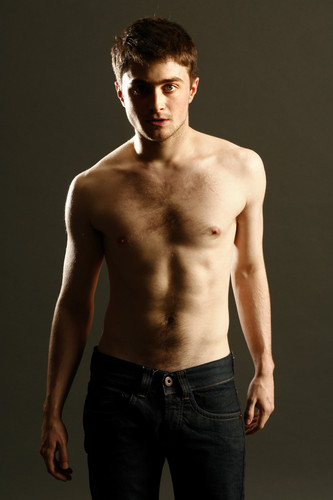 Daniel Radcliff fond d'écran possibly with a gros morceau, hunk and a six pack entitled Daniel