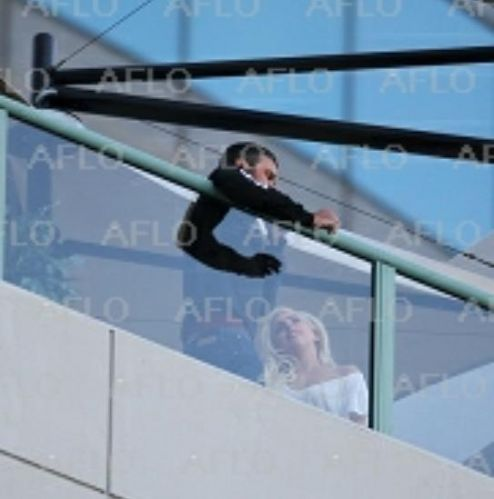 Gaga & Taylor together on the hotel balcony