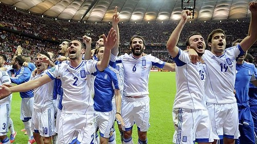 "Greece is in the parte superior, arriba ""8"" football teams in Europe!"
