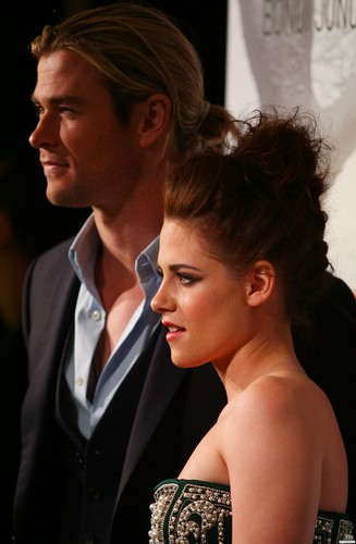 "HQ ছবি of Kristen at the ""Snow White and the Huntsman"" premiere in Sydney. {19/06/12}"