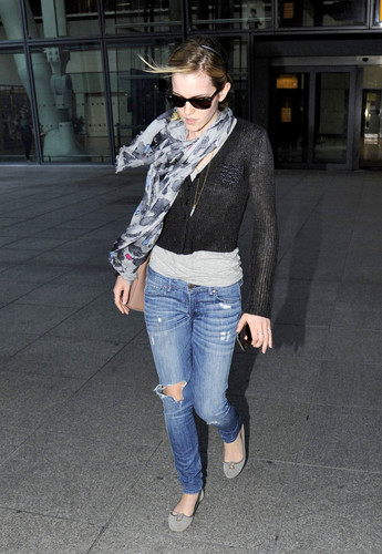 Heathrow Airport, London - 15 June, 2012 - HQ - emma-watson Photo