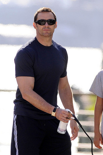 Hugh Jackman and His Kids Spend Father's dag at the Park