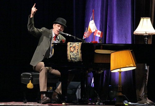 "Hugh Laurie concert ""Casa Piedra"" - Santiago. 12.06.2012"