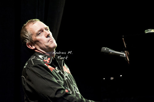 Hugh Live - hugh-laurie Photo