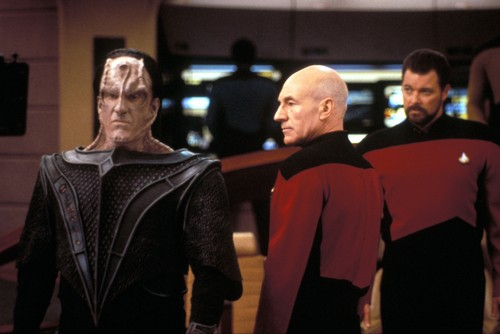Jean-Luc Picard پیپر وال possibly containing a business suit and a کنسرٹ called Jean-Luc Picard