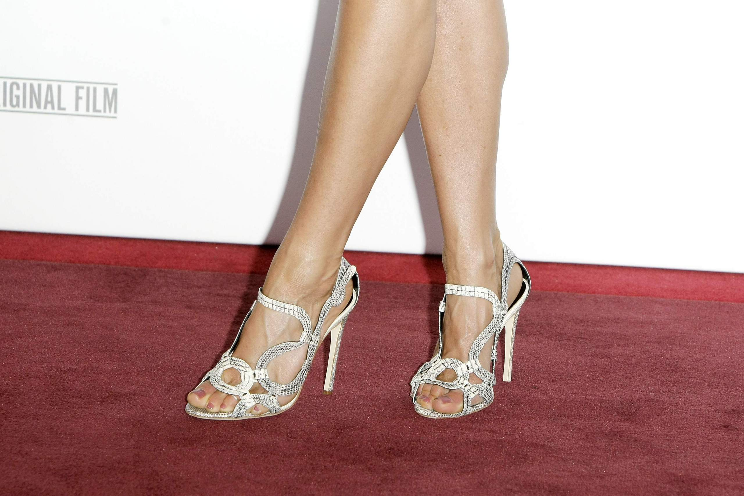 Топ-14 самых красивых ног Голливуда