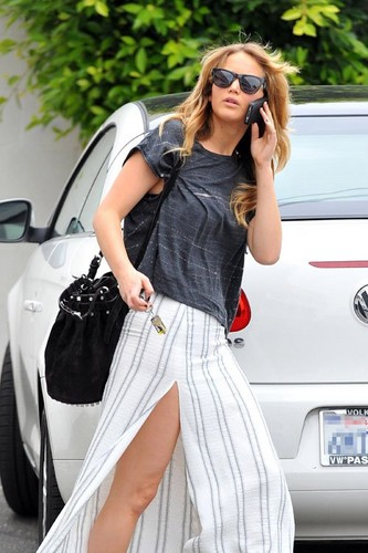 Jennifer during her trip to a salon in Santa Monica, June14th 2012.