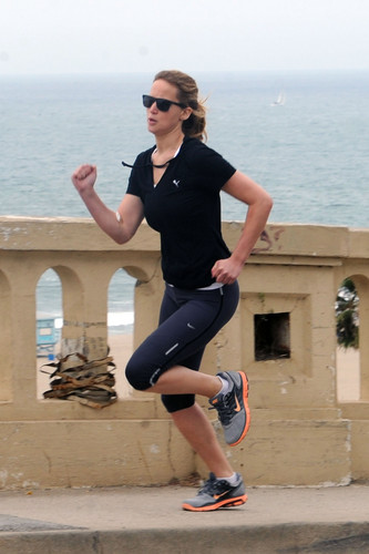 Jennifer going for a run along the Santa Monica coastline
